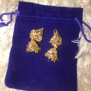 NWOT beautiful small gold Indian Pakistani earring
